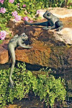 Garden Sculptures Ideas – Greenest Way Garden Whimsy, Garden Deco, Garden Oasis, Garden Spaces, Sacred Garden, Bottle Trees, Water Garden, Garden Frogs, Garden Features