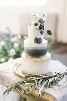 grey and gold wedding cake ideas