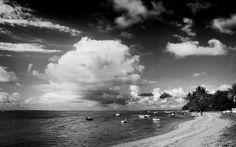 Beauty of black and white beach beach harbor scenery.
