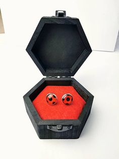 NEW Boxed miraculouses Ladybug earrings Cat Noir Ring Peacock Miraculous, Los Miraculous, Miraculous Ladybug Costume, Miraculous Ladybug Fan Art, Ladybug Y Cat Noir, Meraculous Ladybug, Ladybug Crafts, Cat Noir Ring, We All Mad Here