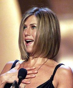 Jennifer Aniston Bob Haircuts - The UnderCut - - Jennifer Aniston's bob hairstyles are really great and looks so modern. We coollect different 10 Jennifer Aniston Bob Haircuts pictures for you. Bob Hairstyles For Fine Hair, Celebrity Hairstyles, Trending Hairstyles, Hairstyles Haircuts, Jennifer Aniston Bob, Jennifer Aniston Hair Friends, Blonde Haircuts, Long Bob Haircuts, Pixie Bob Haircut