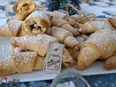 Zrób to smacznie : SZYBKIE KRUCHE ROGALIKI Polish Recipes, Pretzel Bites, Doughnut, Bread, Cookies, Food, Crack Crackers, Polish Food Recipes, Brot