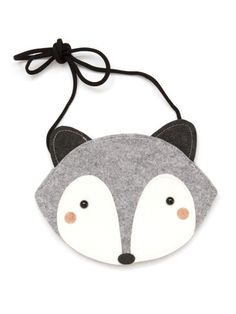 For little forest princesses, the magical raccoon bag is made of felt. With the matching knee socks by Mini Dressing a cute duo for little animal lovers. Sewing For Kids, Diy For Kids, Sewing Crafts, Sewing Projects, Grandma Crafts, Fox Bag, Stoff Design, Felt Purse, Patchwork Bags