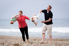 A while back, we tried to take family photos at the beach. The results were...........unexpected. - Imgur