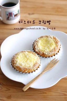 달콤 부드런 소보로 커스터드 크림빵 Korean Bread Recipe, Cookie Desserts, Dessert Recipes, Bread Recipes, Cooking Recipes, Bread Shaping, Egg Tart, Good Food, Yummy Food