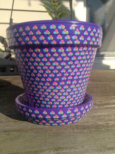 Vaso di fiori polkadot dipinte a mano. Piantatrice di viola.
