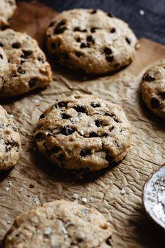 Life Changing Tahini Chocolate Chip Cookies - Kalejunkie Gluten Free Chocolate Chip Cookies, Gluten Free Cookies, Healthy Cookies, Healthy Treats, Healthy Baking, Healthy Food, Gluten Free Treats, Gluten Free Baking, Gluten Free Desserts