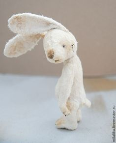 Sad rabbit which could be recreated out of needle felt? Needle Felted Animals, Felt Animals, Needle Felting, Softies, Plushies, Muñeca Diy, Bunny Art, Little Doll, Soft Sculpture