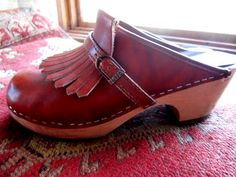 Mia clogs!!  I had this exact pair circa 1979-80ish.  I loved them so much - everyone wore them - the halls at school were so noisy, lol.   And, I'd still wear them today!