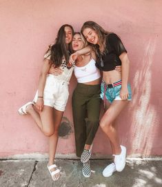 ❥ ᏸєℓℓє идеи для фото fotos amigas, sesión de fotos amigas и fotos Photo Best Friends, Best Friend Photos, Cute Friends, Best Friend Goals, Best Friends Forever, Friends Shirts, Three Friends, Photos Bff, Cute Photos