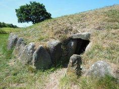 Grønhøj Horsens - Denmark - megalithic passagegrave of the funnelbeaker culture  (TBK) - 3300 - 3200 BC - photograph by Aase Gyldion