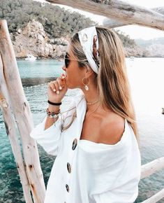 45 Chic Summer Hairstyles with Headscarves hair scarf styles headband hairstyles scarf hairstyles headband hairstyles hair accessories summer hairstyles Scarf Hairstyles, Cute Hairstyles, Bandana Hairstyles For Long Hair, Beach Hairstyles, Hair With Bandana, Hairstyles With Headbands, Hair Bandanas, Hairstyles For Summer, Wedding Hairstyles
