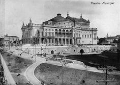 Teatro Municipal a partir do Viaduto do Chá, em 1911.