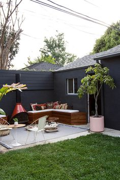 How to Turn Your Backyard Into an Outdoor Living Room