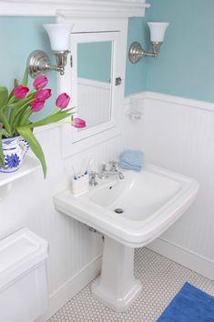 Ideas de baños pequeños con ducha 2016: Para los baños pequeños, mejor debemos probar con colores claros. Súmate a la tendencia de los colores pasteles
