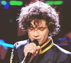 ANIMATED GIF Mika singing Rain on the BBC Children in Need Rocks telethon 2009