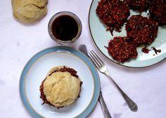 maja skorupska: wegańskie burgery buraczane i Jadłonomia Muffin, Breakfast, Food, Morning Coffee, Essen, Muffins, Meals, Cupcakes, Yemek