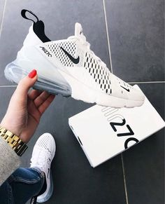 Nike Air Max 270 White / Black – hier kaufen Nike Shoes black and white nikes Tops Nike, Souliers Nike, Moda Sneakers, Nike Sneakers, Nike Trainers, Black Sneakers, Mens Trainers, Cute Sneakers For Women, Girls Shoes