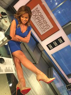 Robin Meade sitting off her sexy legs in nude Christian Louboutin stilettos Sexy Legs And Heels, Sexy High Heels, Women Legs, Sexy Women, Fox New Girl, Beautiful Legs, Beautiful Women, Hottest Weather Girls, Robin Meade