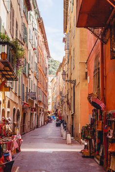 Quaint streets in the Old Town of Nice, France (Côte d'Azur) | Bold Bliss