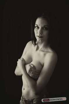 Nagość zakryta. Sesja fotograficzna w studiu, w Siedlcach przez www.fotoborkowski.pl #models #women #beauty #siedlce #fotografsiedlce #modelka #weddingphotography