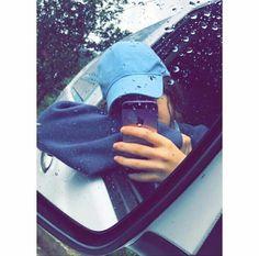 Rainy dayz are the best Portrait Photography Poses, Tumblr Photography, Photography Photos, Girl Photo Poses, Girl Photos, Girl Hiding Face, Snapchat Picture, Teenage Girl Photography, Girly Pictures