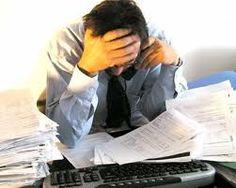 SEGUROS PRIZA te dice ¿qué son los riesgos psicosociales  y como afectan a la salud? Los riesgos psicosociales perjudican la salud de los trabajadores y trabajadoras, causando estrés y a largo plazo enfermedades cardiovasculares, respiratorias, inmunitarias, gastrointestinales, dermatológicas, endocrinológicas, musculo esqueléticas y mentales. Son consecuencia de unas malas condiciones de trabajo, concretamente de una deficiente organización del trabajo.