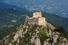 Château cathare : Montségur, l'ultime refuge. Découvrez l'histoire du château cathare de Montségur