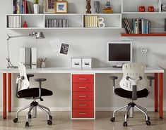 Desk for 2 persons..