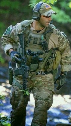 Is a flexible,homy,big,new,american and green uniform fbi Special Forces Gear, Military Special Forces, Sexy Military Men, Military Police, Tactical Life, Tactical Gear, Swat Police, Tactical Operator, Military Pictures