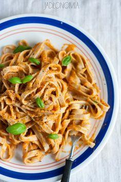 jadłonomia • roślinne przepisy: Szybkie tagliatelle z dyniowym sosem