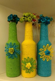 Decorative Glass Bottles - Good for Home and The Environment - Life ideas Wine Bottle Design, Wine Bottle Art, Painted Wine Bottles, Diy Bottle, Wine Bottle Crafts, Glass Bottles, Painted Jars, Jute Crafts, Diy Arts And Crafts