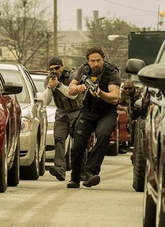 New trailer arrives for 'Den of Thieves,' the action thriller starring Gerard Butler, Pablo Schreiber, and Curtis 50 Cent Jackson. Drive 2011, London Has Fallen, Hd Movies Online, 2018 Movies, Gerard Butler, Home Entertainment, Soundtrack, Thriller, Movie Stars