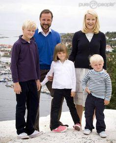 Famille héritière de Norvège  avec leurs enfants