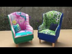 It's not too difficult to make this chair. Barbie House Furniture, Doll Furniture, Dollhouse Furniture, Doll House Crafts, Diy Home Crafts, Diy Sofa, Diy Chair, Barbie Bebe, Barbie Furniture Tutorial