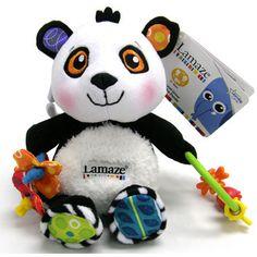 Patty la Panda es la mejor compañía para el bebé porque tiene colores de alto contraste que fortalecen la vista y sus sonidos ocultos ayudan a la estimulación y fortalecimiento del oído. Es de lamaze. #bebe2go #lamaze #panda #bebe #baby #toys #peluche #babystuff