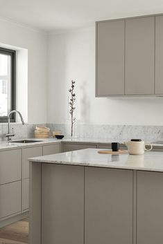 Grey minimalist kitchen from Nordiska Kök. A bespoke, modern kitchen for Scandinavian living. Countertop in white marble and appliances from Gaggenau. See the latest kitchen inspiration, design and trends at www. Nordic Kitchen, Scandinavian Kitchen, Scandinavian Design, Kitchen Grey, Diy Kitchen, Kitchen Gadgets, Rustic Kitchen Design, Best Kitchen Designs, Küchen Design