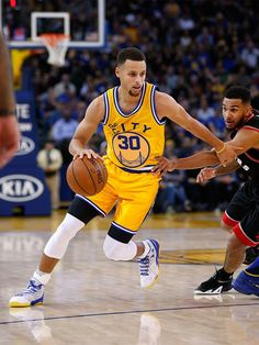 Warriors Guard Stephen Curry Named Kia NBA Most Valuable Player Stephen Curry Basketball, Nba Stephen Curry, Sports Basketball, Basketball Players, Stephen Curry Shooting, Steph Curry Wallpapers, Golden State Warriors Basketball, Nfl 49ers, Splash Brothers