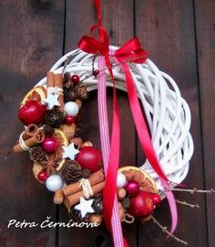 I think that I would cover the entire wreath. Christmas Candle Decorations, Christmas Flowers, Noel Christmas, Christmas Ornaments, Holiday Wreaths, Holiday Crafts, Christmas Inspiration, Bouquet, Cover