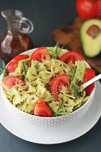 This quick vegetarian pasta is tossed in a creamy avocado sauce that is to-die-for yummy, then drizzled with balsamic dressing for an extra level of flavor! A healthy and satisfying summer dish! Easy Pasta Recipes, Healthy Dinner Recipes, Vegetarian Recipes, Cooking Recipes, Lunch Recipes, Sauce Gnocchi, Creamy Avocado Pasta, Summer Dishes, Avocado Recipes