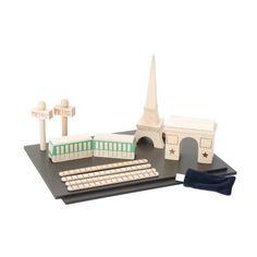 La ville de Paris en bois, un jouet disponible sur Apiki