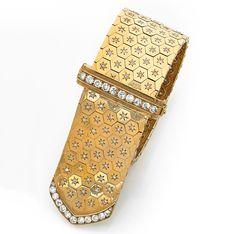 Van Cleef & Arpels - A Diamond and 18K Gold Bracelet - Beau bracelet ceinture en or jaune, à maillons octogonaux centrés d'un diamant étoilé. Longueur réglable. Poids : 119,1 g.