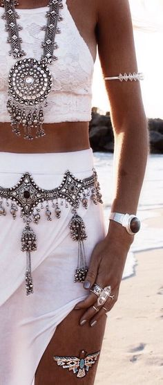 Bohemian jewellery often known as boho jewellery has become a very popular type of ornament. Boho jewellery are available in different types. The best part about boho jewelry is that…View Post Hippie Chic, Hippie Style, Hippie Gypsy, Gypsy Cowgirl, Moda Boho, Mode Style, Style Me, Style Nomade, Estilo Hippy