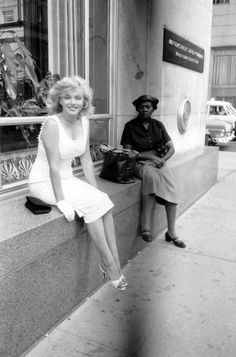 Marilyn Monroe taking a break from shopping on Fifth Avenue, but Sam Shaw - Shaw took thousands of photographs of Marilyn throughout her life and he produced a pretty prolific archive.