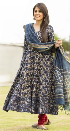 Style-N-Stylish Awesome Sit forupdates about all topic's Indian Look, Indian Ethnic Wear, India Fashion, Ethnic Fashion, London Fashion, Women's Fashion, Pakistani Outfits, Indian Outfits, Saris
