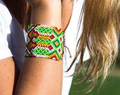 Explora artículos únicos de Bulumba en Etsy, un mercado global de productos hechos a mano, vintage y creativos.