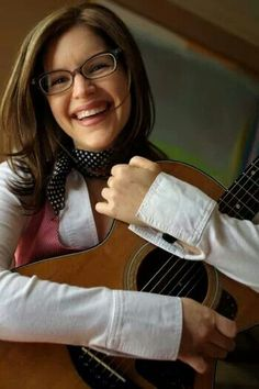 Great picture Lisa Loeb, Great Smiles, Her Music, Great Pictures, Eyewear, Photoshoot, Celebrities, Womens Fashion, Latest Music