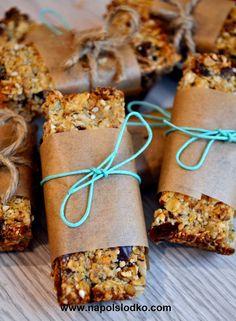 Domowe batoniki musli bez cukru Vegan Snacks, Healthy Desserts, Snack Recipes, Cooking Recipes, Bakery Packaging, Christmas Cooking, Creative Food, Food Inspiration, Love Food