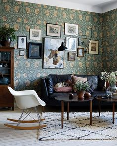 Magical home featured in Elle Decoration. Styling of photoshoot: Photographer: Patric Johansson __________________________________________________ William Morris Wallpaper, Morris Wallpapers, William Morris Tapet, Interior Styling, Interior Decorating, Interior Design, Cheap Wall Decor, Home Wallpaper, Living Room Colors