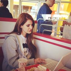 Lana Rey, Clueless 1995, Elizabeth Woolridge Grant, I Fall To Pieces, Ldr, Love Her Style, Reaction Pictures, Cool Pictures, At Least